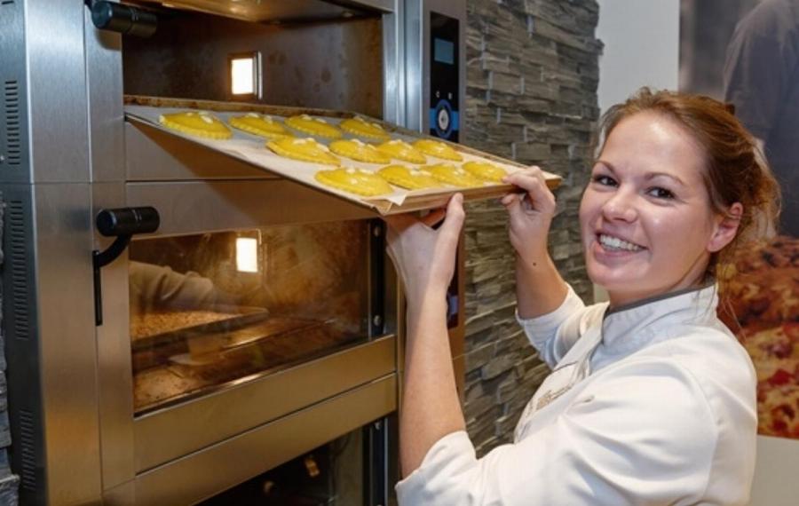 jonge bakker oven