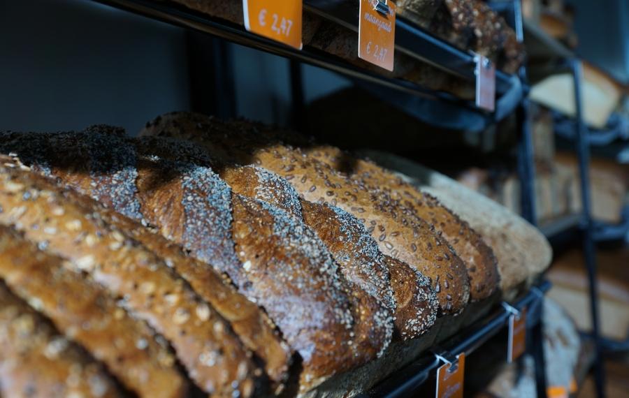 volkorenbrood in schap